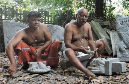 Kavalappara Sculptor_Velayudhan (right) with his son Rajesh