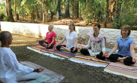 Yoga trips in Kerala_L to R Yogacharya Gopalakrishnan-Charlene Maclean- Kerry Lawson- Dede Monette and Marie Helene Bouchard